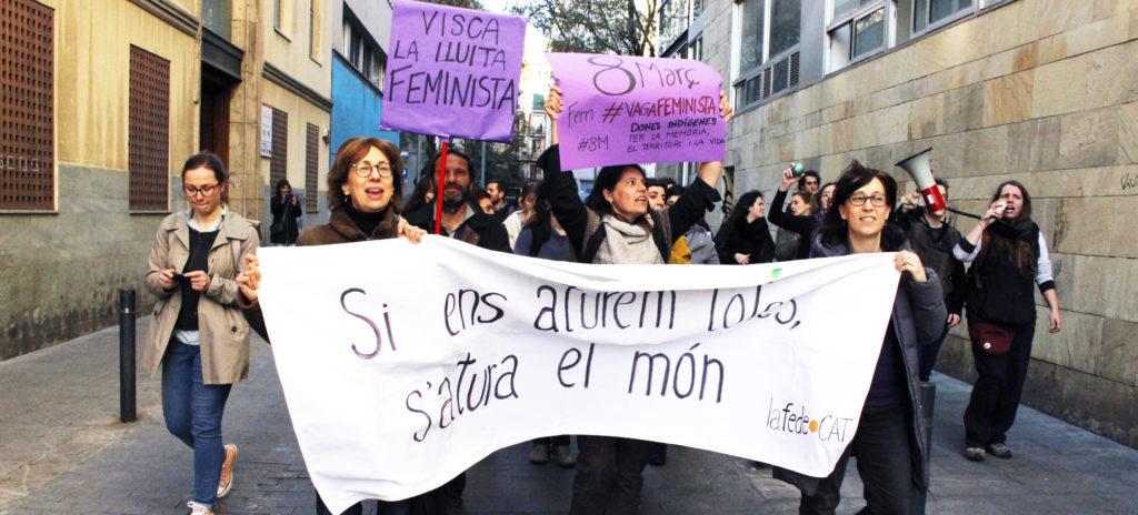 Desigualtats de gènere. Acció de l'Eix de feminismes al Raval pel 8M de 2019.